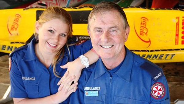 Ông Tony Coffey và con gái Shaana Coffey. Họ là cặp cha con duy nhất của Australia cùng theo đuổi công việc chuyên gia sơ cấp cứu. Ảnh: Craig Greenhill.