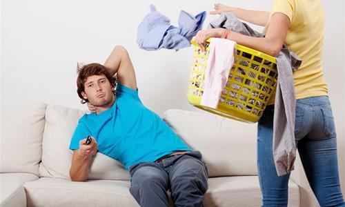 Khi đàn ông không chịu làm việc nhà cũng là lý do khiến họ cô đơn. Ảnh minh họa