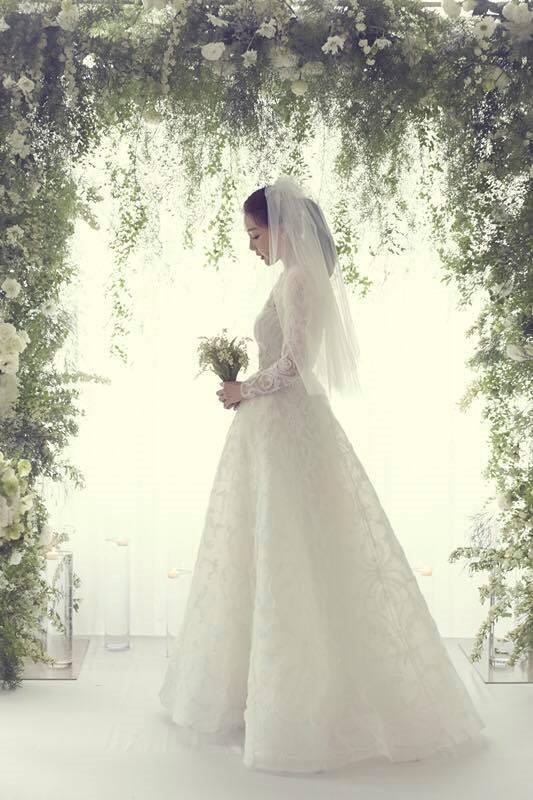 Ảnh cưới đẹp như phim của 'người đẹp khóc' Choi Ji Woo