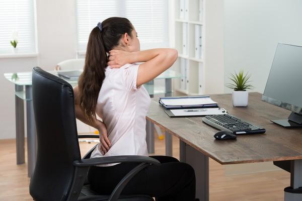 Học theo cách của người Nhật chữa đau vai gáy chỉ trong 10 giây bằng một chiếc khăn tắm
