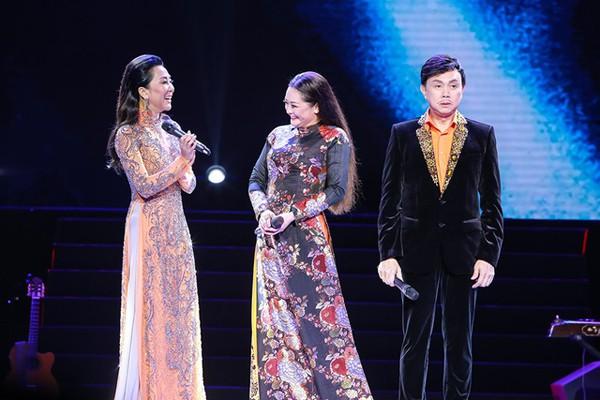 Kỳ Duyên dẫn show cho Như Quỳnh vì cả hai là bạn thân thiết.