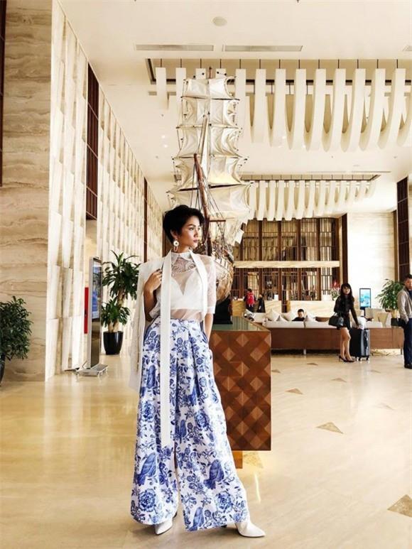 Có ai đáng yêu như H'Hen Niê, trở thành Hoa hậu Hoàn vũ vẫn giản dị đến mức đi giày tróc da