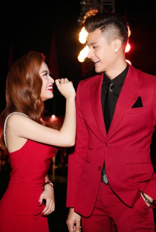 Cặp đôi đẹp nhất nhì showbiz: Vĩnh Thuỵ - Hoàng Thuỳ Linh.