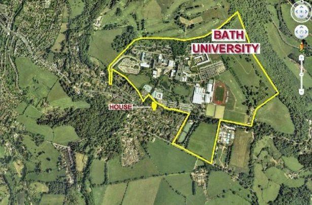 Mỗi sinh viên còn có một chỗ đỗ xe riêng để phục vụ việc đi lại, dù ký túc này nằm ngay sát… trường đại học Bath và cách trung tâm thành phố Bath chỉ 5 phút lái xe