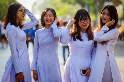 Ngày 8/3 là cơ hội để cô giáo Nghệ An đề cập đến lối sống của người phụ nữ hiện đại cho học sinh. Ảnh minh họa: Thành Nguyễn