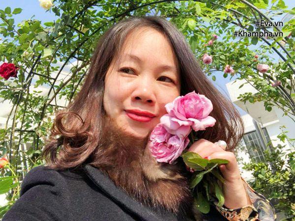 Chị Hồng Hà dành khoảng sân thượng tầng 6 để trồng hoa hồng.