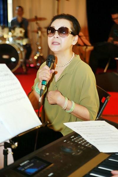 Nữ danh ca cũng chia sẻ rằng, mỗi lần trở lại Sài Gòn người đầu tiên bà muốn thăm đó là mộ nhạc sĩ Trịnh Công Sơn.