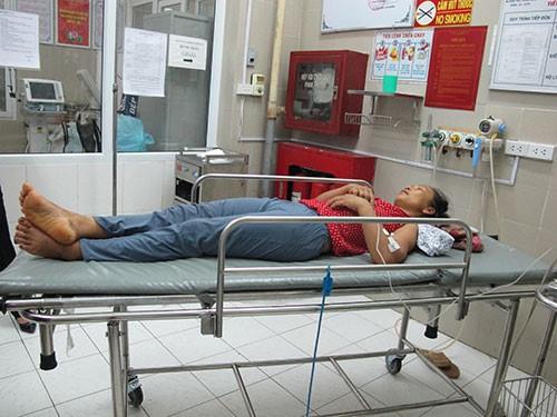 Một bệnh nhân bị bệnh dại điều trị tại Bệnh viện Bệnh Nhiệt đới Trung ương. Ảnh: NL.