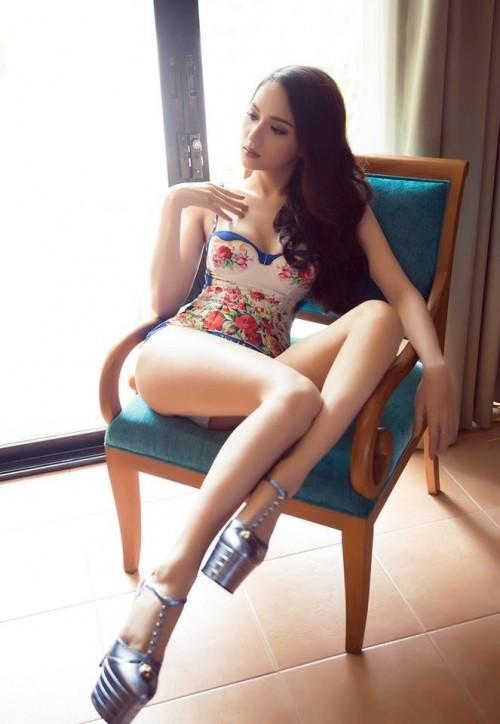 Dù bận rộn với lịch trình của cuộc thi Hoa hậu chuyển giới quốc tế, Hương Giang vẫn không quên gửi tặng đến khán giả những bộ hình hút mắt của mình, đặc biệt là trong bộ monokini khoe trọn cơ thể tuyệt đẹp.