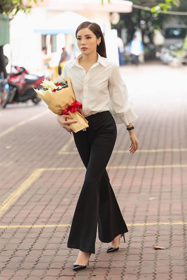 Tìm kiếm gợi ý diện đồ công sở từ chính phong cách của các người đẹp Việt - Ảnh 3.
