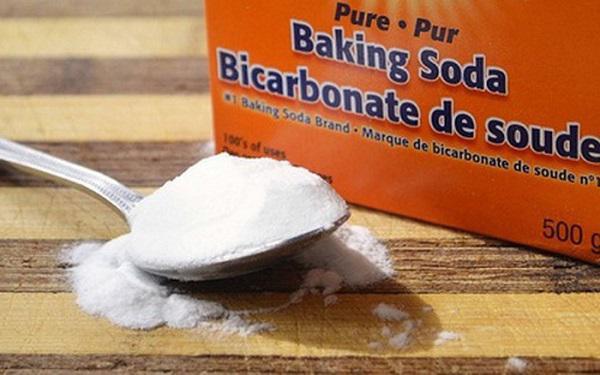Baking soda (muối nở) được biết đến với nhiều công dụng hữu ích trong tẩy rửa, ẩm thực hay làm đẹp,... tuy nhiên không phải vật dụng nào cũng có thể vệ sinh bằng baking soda.