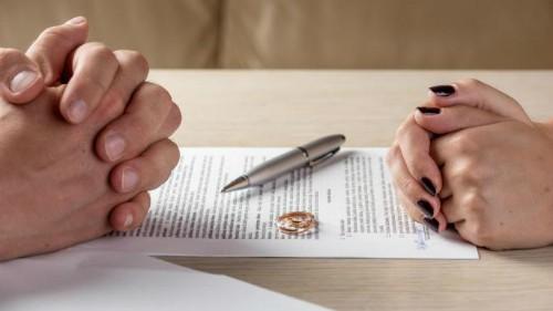 Ông chồng giả chữ ký của vợ để được ly dị