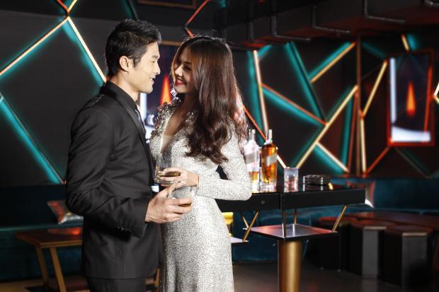 Không chỉ thân thiết với nhau trong những cảnh quay, Thanh Hằng và Johnny Trí Nguyễn còn hợp tác trong một số dự án khác với hình ảnh 1 cặp đôi sang chảnh.