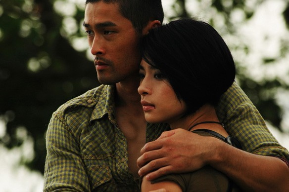 Nói tới người tình màn ảnh của Johnny Trí Nguyễn, sẽ thật thiếu sót nếu không kể tới Ngô Thanh Vân. Đả nữ họ Ngô chính là nữ diễn viên gắn bó với Trí Nguyễn từ những ngày đầu tiên anh về Việt Nam.