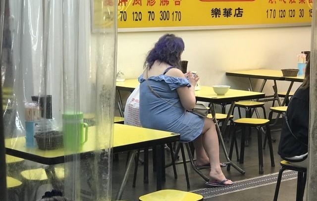 Y Kỳ béo ục ịch, đến mức không ai nhận ra cô.