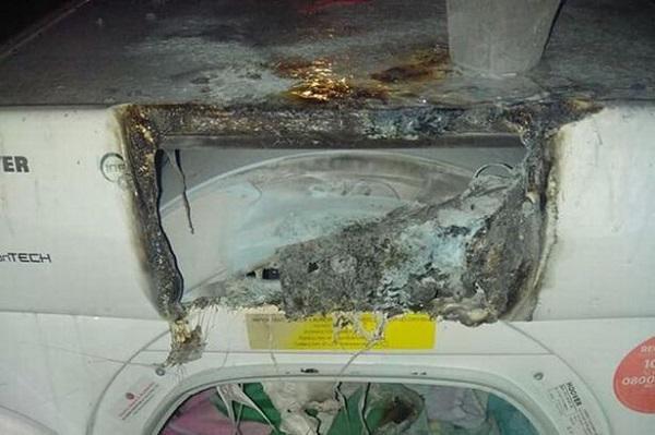 Ngọn lửa bốc lên từ máy sấy quần áo đã chảy nhựa, lan ra khắp nhà kho, phải mất gần 20 phút mới có thể khống chế đám cháy.