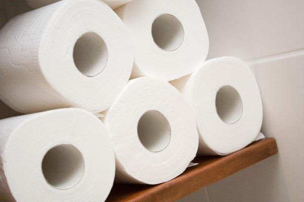 Tránh lựa chọn mua các loại giấy vệ sinh bị tẩy trắng quá mức.
