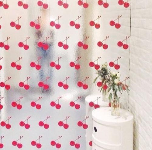 Scratch n Sniff Wallpaper được rất nhiều người ưa chuộng, xuất hiện trong nhà và biệt thự của cả những người nổi tiếng.