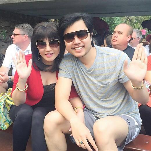 Năm 2016, Vũ Hoàng Việt tiết lộ anh đã nhiều lần cầu hôn Yvonne Thúy Hoàng nhưng đều bị từ chối vì bà muốn họ mãi mãi là tình nhân.