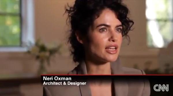 Cô nổi tiếng trong giới là kiến trúc sư và là một nhà thiết kế đồ họa.