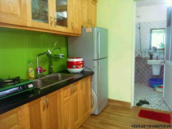 Không gian bếp đơn giản, ấm cúng.
