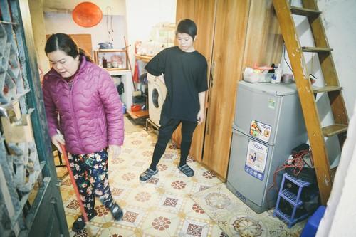 Mẹ con Quang Anh vẫn sống trong căn nhà trọ nhỏ.