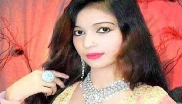 Từ chối đứng hát vì đang mang thai, nữ ca sĩ bị khán giả bắn chết ngay trên sân khấu