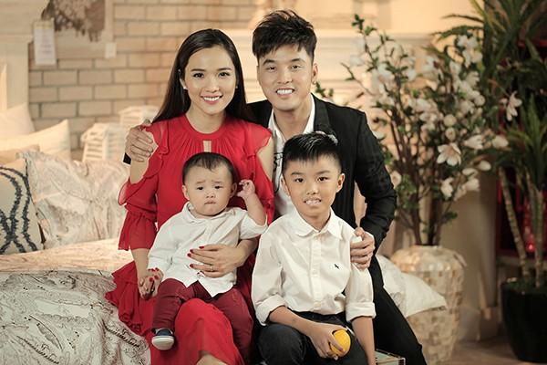 Gia đình hạnh phúc của Ưng Hoàng Phúc, Kim Cương.