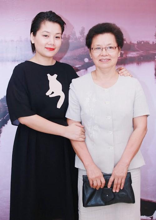 Để rời khỏi VTV, BTV Bông Mai đã phải chuẩn bị tâm lý khá kỹ cho mình và mẹ.