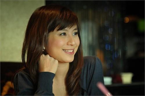 Ngọc Anh (Nguyễn Thị Ngọc Anh, 30 tuổi) là cái tên thứ hai phải kể tới trong danh sách những hot girl chạm ngưỡng 30. Cô từng nổi đình đám nhờ đăng quang Miss Audition năm 2006. Tuy nhiên, quyết định kết hôn năm 19 tuổi khiến cô xuất hiện ít hơn tại các sự kiện giải trí hay show chụp hình.