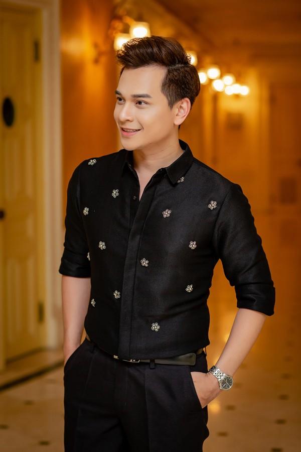 MC Danh Tùng được xem là người đàn ông tiêu chuẩn của nhiều cô gái trẻ.