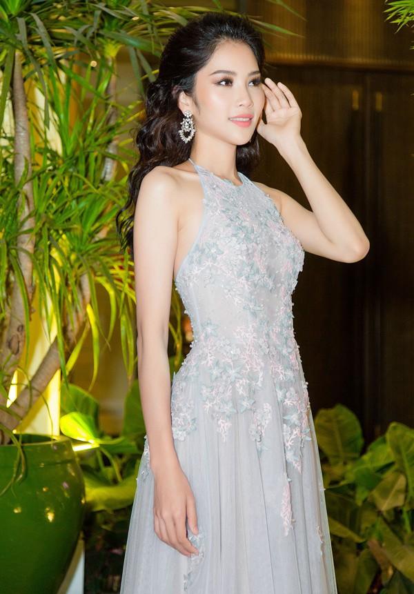 Tối 15/4, Nam Anh tổ chức tiệc cảm ơn tại một nhà hàng ở TP HCM, mời bạn bè, các cộng sự thân thiết và những người đã hỗ trợ cô trong cuộc thi Người mẫu thời trang Việt Nam 2018 tham dự.