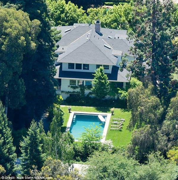 Sở hữu khối tài sản hàng chục tỷ đô la Mỹ, nhưng căn nhà của tỷ phú Mark Zuckerberg khiến nhiều người ngạc nhiên vì trông khá khiêm tốn.
