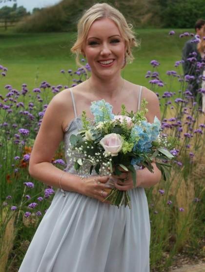 Từng rất thích đến đám cưới, nhưng giờ cứ nhìn thấy thiệp mời là Georgina Childs rùng mình vì nghĩ tới khoản chi phí tốn kém.