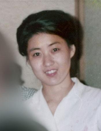 Người phụ nữ được cho là mẹ của lãnh đạo Triều Tiên Kim Jong-un chụp trong chuyến đi tới Nhật năm 1973. Ảnh: Mainichi Shimbun.