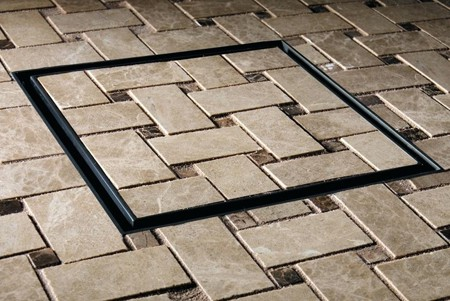Bạn cần lên kế hoạch ngay từ đầu để tạo ra sự ăn khớp giữa gạch trên sàn nhà và phễu.