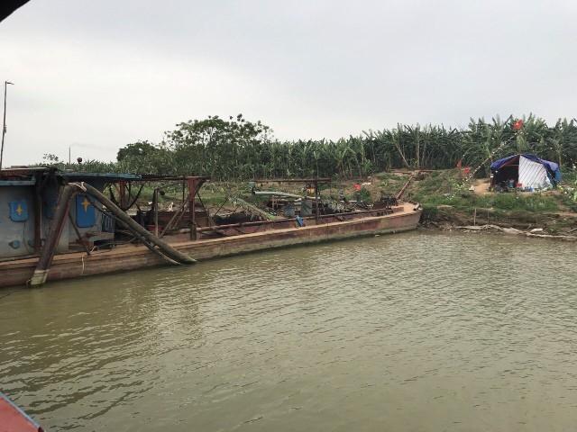 Hưng Yên: Cưỡng chế nhóm hộ dân trả lại tàu cho công ty khai thác cát