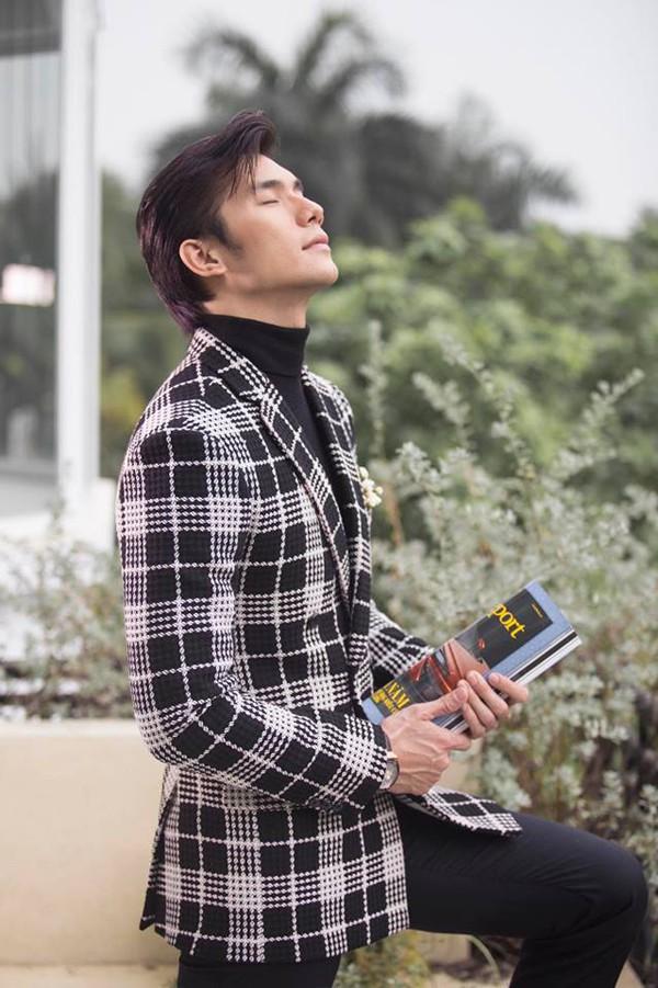 Vẻ điển trai hút hồn của nam diễn viên cởi áo, khoác cho Nhã Phương giữa đêm lạnh