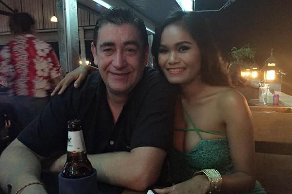 Cặp vợ chồng đã kết hôn, có hai con và hiện sống ở Pattaya, Thái Lan. Ảnh: Viral Press.