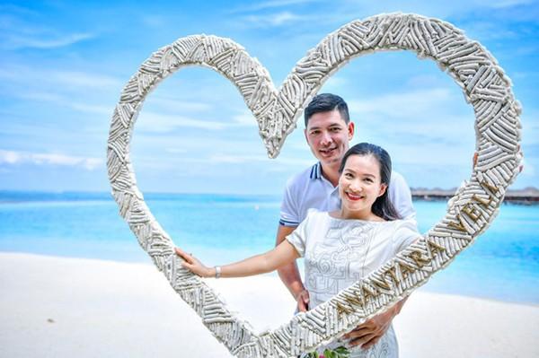 Vợ chồng Bình Minh khoe ảnh kỷ niệm 10 năm ngày cưới.