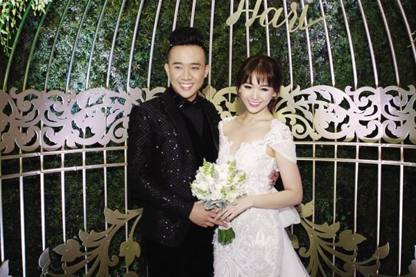 Đám cưới của họ cũng gây lên một chuỗi tranh cãi trong lòng người hâm mộ.
