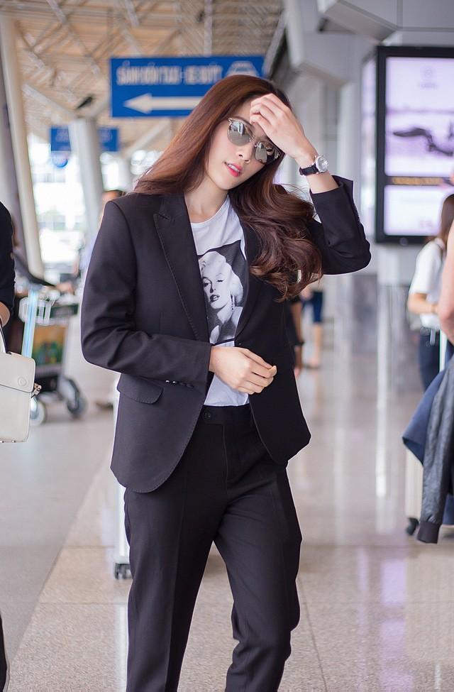 Nam Em xuất hiện rạng rỡ và nổi bật ở sân bay sau 4 tuần lánh mặt showbiz bởi scandal.