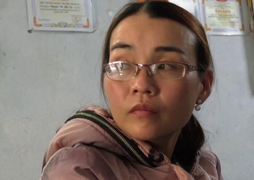 Lê Thị Hồng Yến khi bị cảnh sát khám nhà. Ảnh: Thạch Thảo.