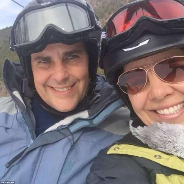Jennifer cùng chồng trong một chuyến đi chơi.