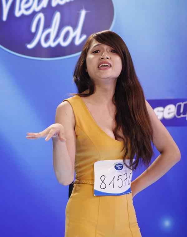 Năm 2012, Hương Giang tham gia cuộc thi Việt Nam Idol. Lúc ấy, người đẹp sinh năm 1992 có tên thật là Nguyễn Ngọc Hiếu.