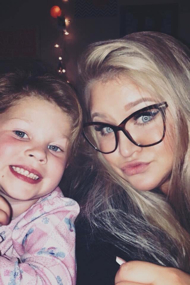 """Thấy con gái mới 2 tuổi đã dậy thì, bà mẹ hốt hoảng đưa con đến gặp bác sĩ và không ngờ đó là dấu hiệu cứu con khỏi tay """"tử thần"""""""