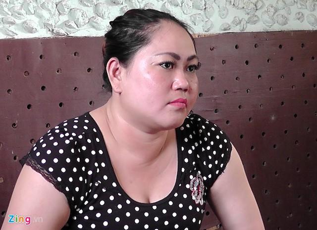 Khởi tố người phụ nữ đánh công an viên