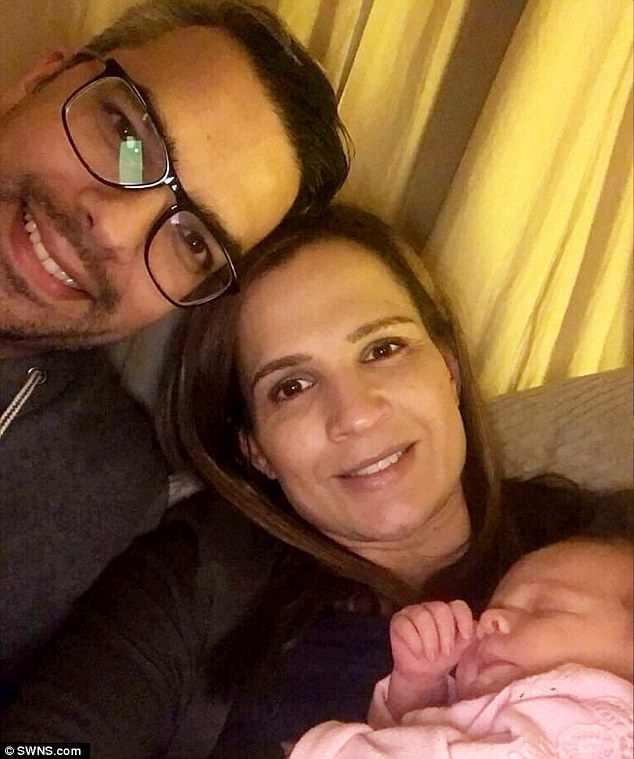 Kare bên chồng Paul và con gái Ivy. (Ảnh: Internet)