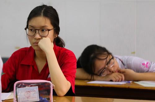 Học sinh TP HCM căng thẳng trong một kỳ thi. Ảnh: Quỳnh Trần.