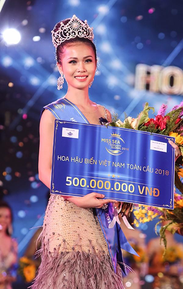 Nguyễn Thị Kim Ngọc giành vương miện giữa lùm xùm học vấn và trả lời ứng xử chưa đạt.